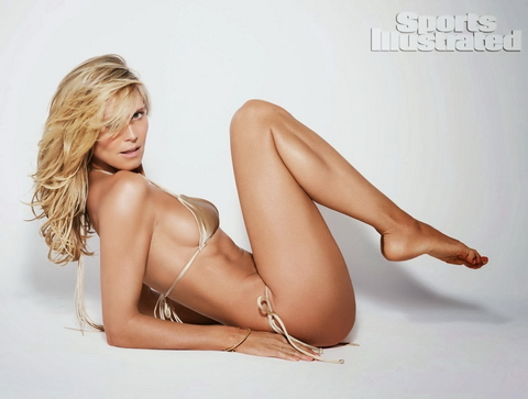 Heidi Klum lại 'cởi bỏ tất cả' trên bìa tạp chí