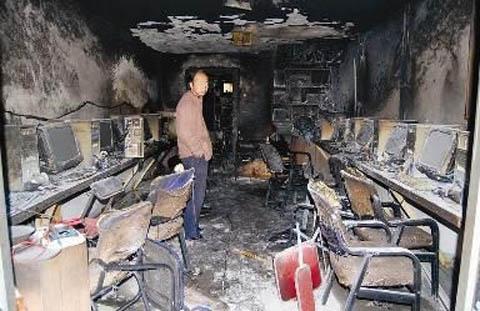 Quán net sau khi bị đốt.